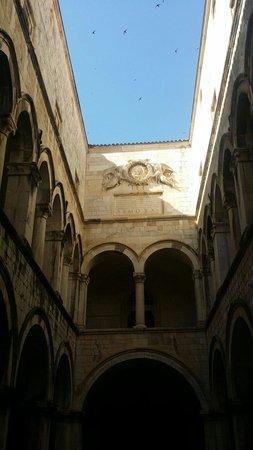 Memorial Room of the Defenders of Dubrovnik : Beautiful building