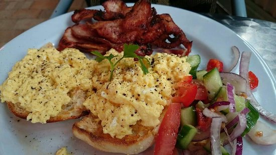 Pelican Rocks Seafood Restaurant: Simple scrambled eggs and bacon