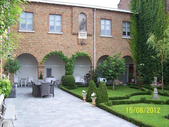 Flandes, Bélgica: Le jardin et le cloitre