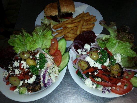 Pelican Rocks Seafood Restaurant: Salads and burgers