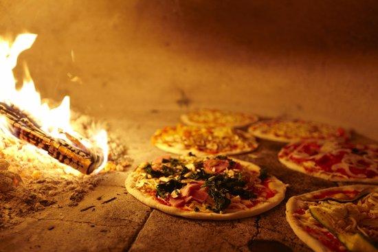 Ristorante Pizzeria weisses Kreuz: Pizza aus dem Holzofen