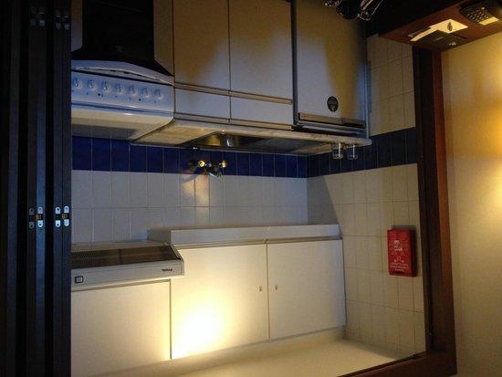 Vila Galé Cascais : Kitchenette inside room 522