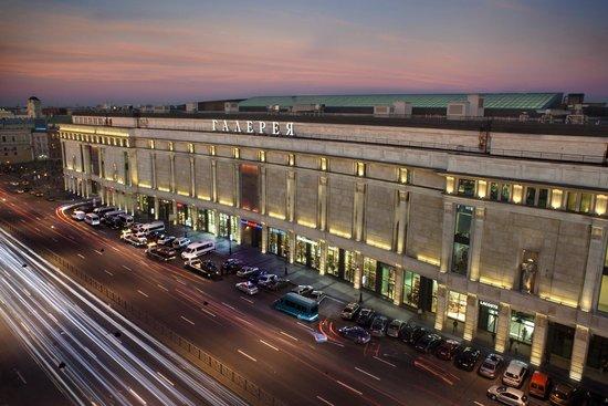 Galeria Shopping Mall: Galeria facade of the building from Ligovsky pr. evening