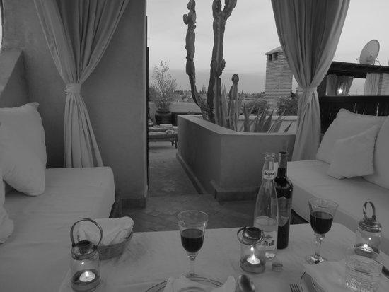 Riad Kheirredine: diner aux chandelles sur la terrasse