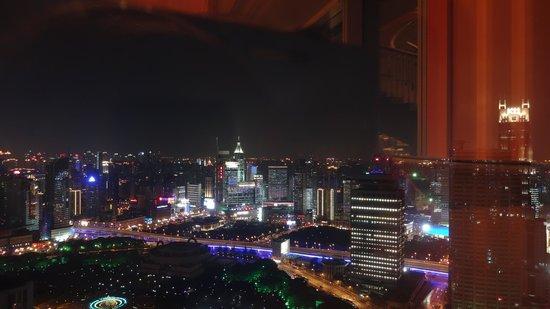 JW Marriott Hotel Shanghai at Tomorrow Square: Night bar view