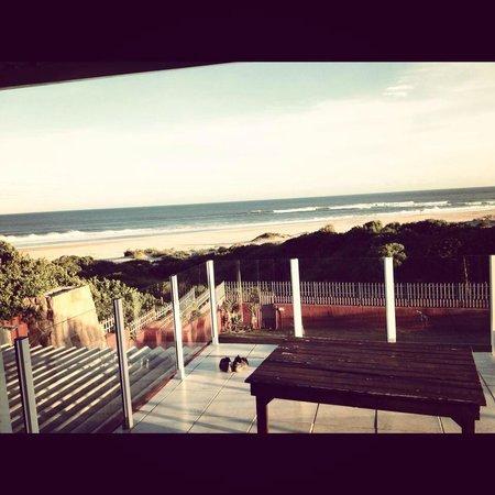 Island Vibe Jeffrey's Bay: Terrasse avec vue sur la plage