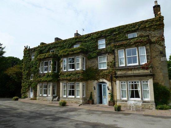 Burythorpe House : Front of hotel