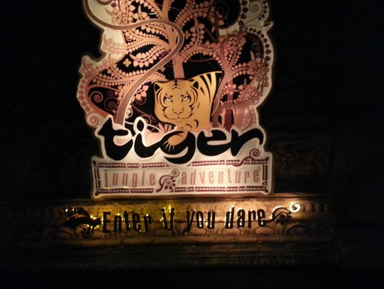 Phuket FantaSea: tiger kingdom