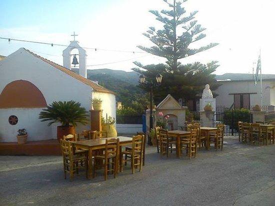 Taverna-Mezedopoleio  to Kaphleio: Taverna-Mezedopoleio to Kaphleio