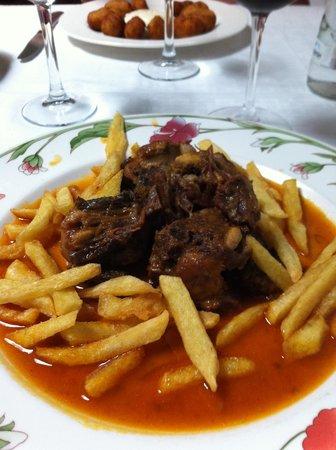Restaurante Almudaina: Un Rabo de Toro, imponente.