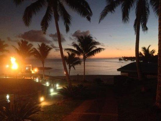 Sinalei Reef Resort & Spa: Sunset at waterfront restaurant at Sinalei