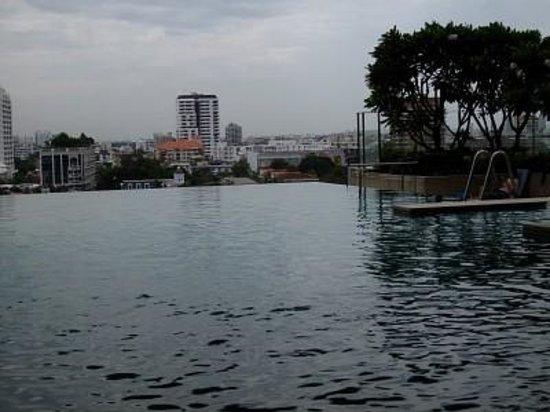 Somerset Sukhumvit Thonglor Bangkok: 수영장