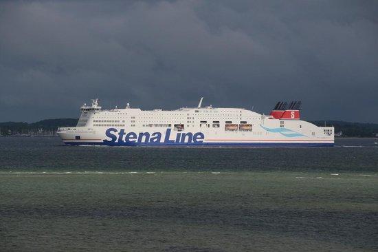 Hotel Admiral Scheer: Fährschiff auf der Kieler Förde
