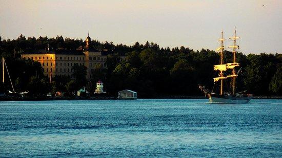 Elite Hotel Marina Tower: Vue sur l'île de Djurgården, le soir.