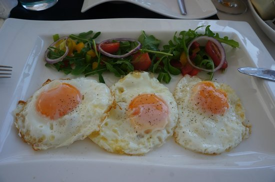 Hotel Damianii: fried eggs for breakfast