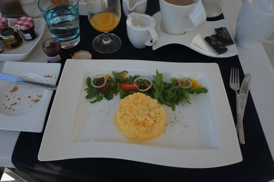 Hotel Damianii: scrambled eggs for breakfast