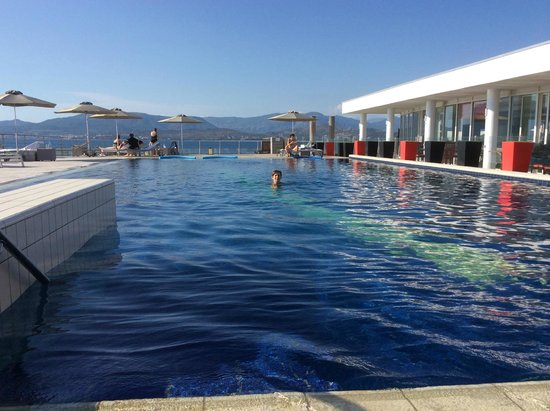 La piscine photo de sofitel golfe d 39 ajaccio thalassa sea for Piscine ajaccio