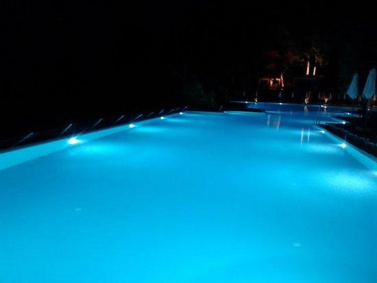 Aeolos Beach Resort: PISCINE LE SOIR