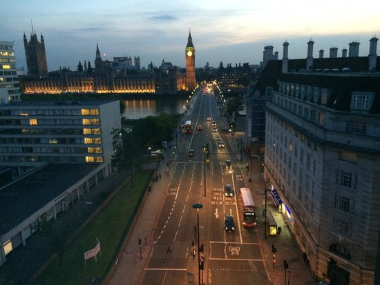 Park Plaza Westminster Bridge London : View from 13th floor room at dusk