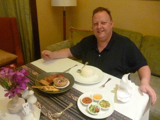 Shangri-La Hotel,Bangkok: room service