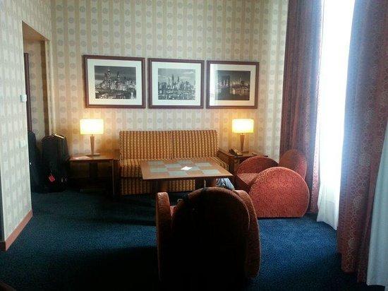 Disney's Hotel New York: The suite