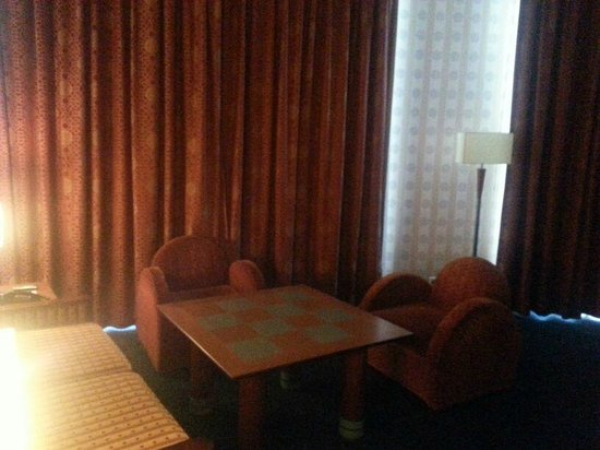 Disney's Hotel New York: Sitting