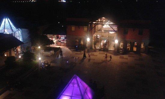 Club Hotel Felicia Village: gece