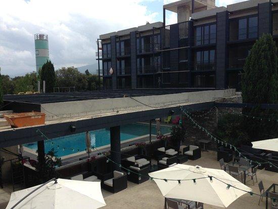 Cors'Hotel: piscine entourée du chantier
