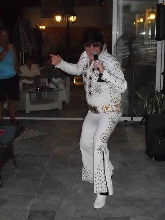 Planos Beach Hotel: Elvis night