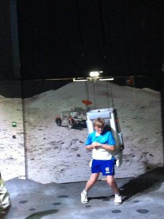 Cité de l'espace : Moon walking exhibit. great fun.