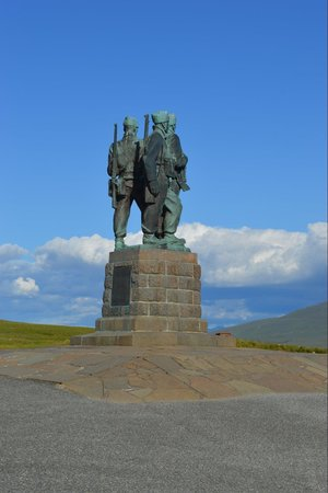 Commando Monument: Three commandos