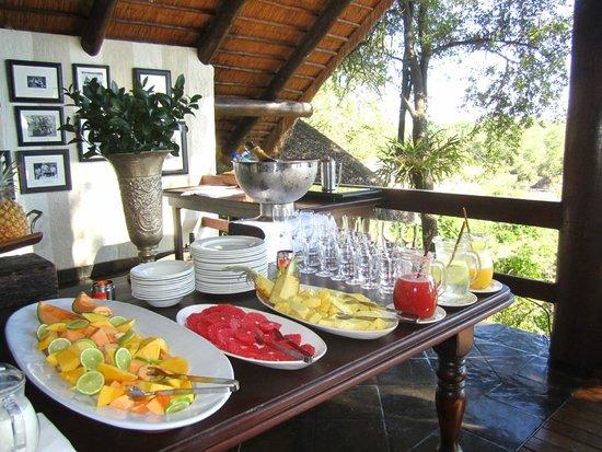 Londolozi Private Game Reserve: breakfast buffet