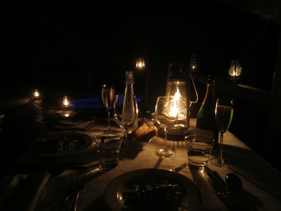 Londolozi Private Game Reserve: dinner and lamps
