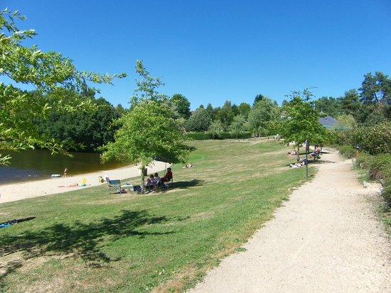 Ladapeyre, France : Local lake