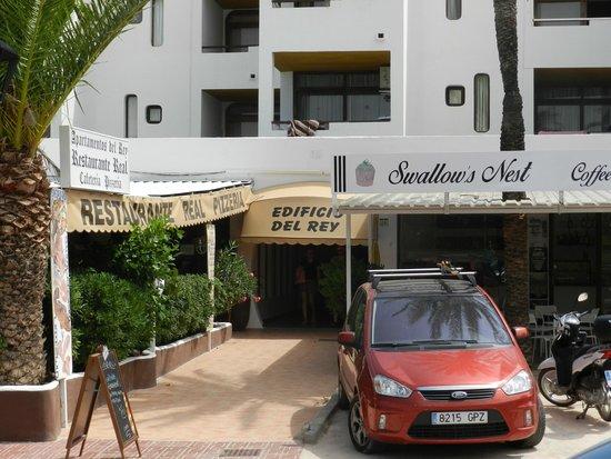 Apartments Del Rey: Entrada Principal
