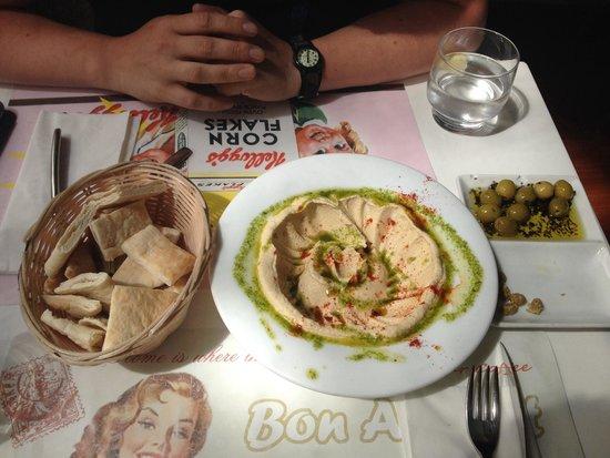 Malak Bistro: Hummus