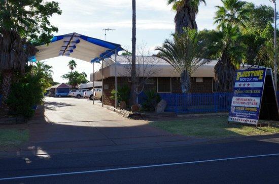 Bluestone Motor Inn: Entrance 2
