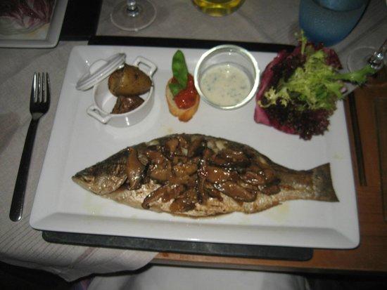 Kuramathi Island Resort: Reef Restaurant