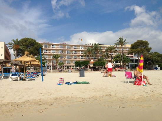 Sol Beach House Mallorca: вид со стороны моря на отель
