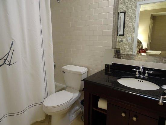 Hamilton Hotel Washington DC : bathrom in room #943