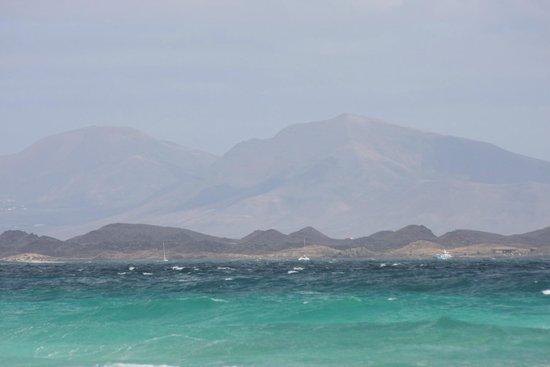 KN Matas Blancas : Costa Calma-beach view to the mountains