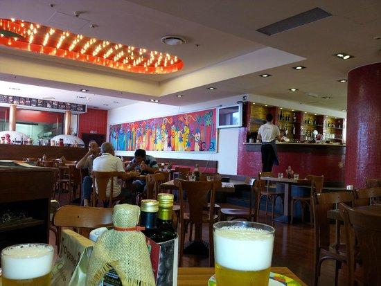 Rossopomodoro Quartucciu: Una vista della sala