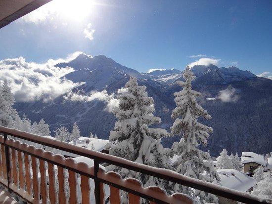 Le Tyrol : vue en hiver du balcon du TYrol