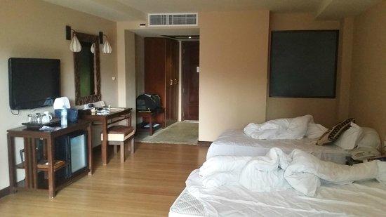 Baan Laimai Beach Resort: Hotel room (twin beds)