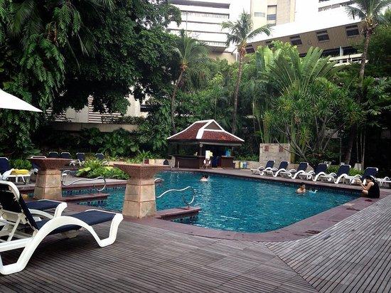 Centara Grand at Central Plaza Ladprao Bangkok: Swimming Pool