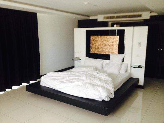 Amari Nova Suites Pattaya : 1 bedroom corner suite bedroom