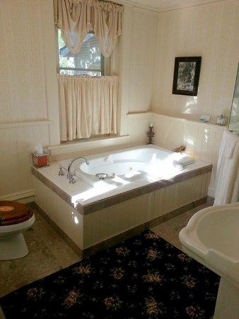 England House B&B: Star Gazer room - bathroom