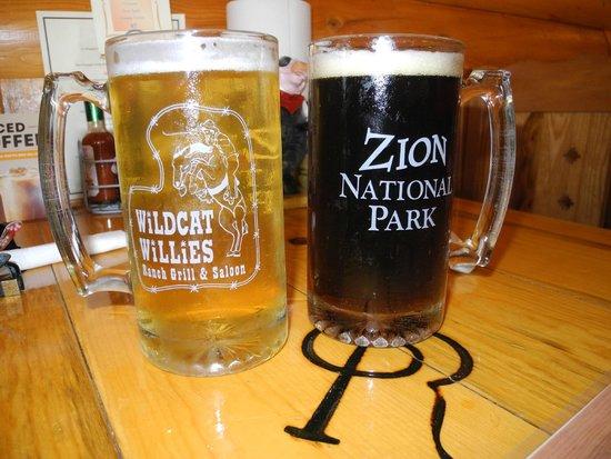 Wildcat Willies Ranch Grill & Saloon: Birra chiara e birra scura
