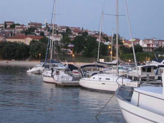 Villa Feniks: Beach and Marina