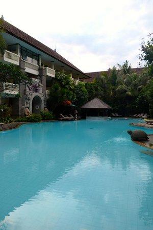 Hotel Kumala Pantai : Pool 1